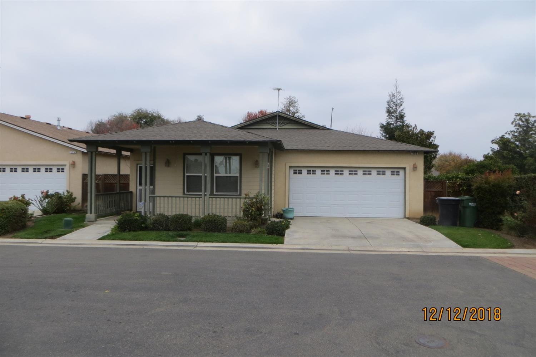 395 Birch Ln., Dinuba, CA 93618