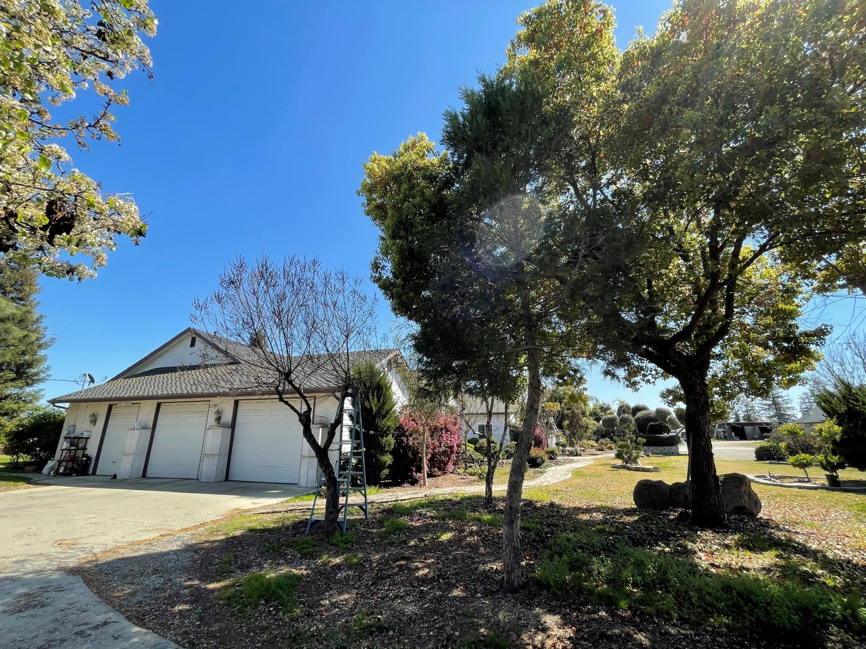 25798 N Mooney Boulevard, Tulare, CA 93274
